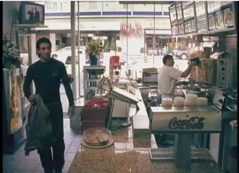 Im Musikvideo der schweiz-türkischen Rapcombo «Makale» mutiert Murat Yakin zum Dönerverkäufer