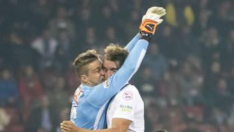 Kollision mit Folgen: YB-Goalie David von Ballmoos verletzt sich beim Zusammenprall mit Zürichs Andreas Maxsö schwerer