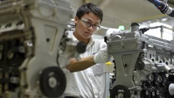 GM-Mitarbeiter in Hubei: Der chinesische Ableger von General Motors ist wegen Preisabsprachen gebüsst worden. (Archiv)
