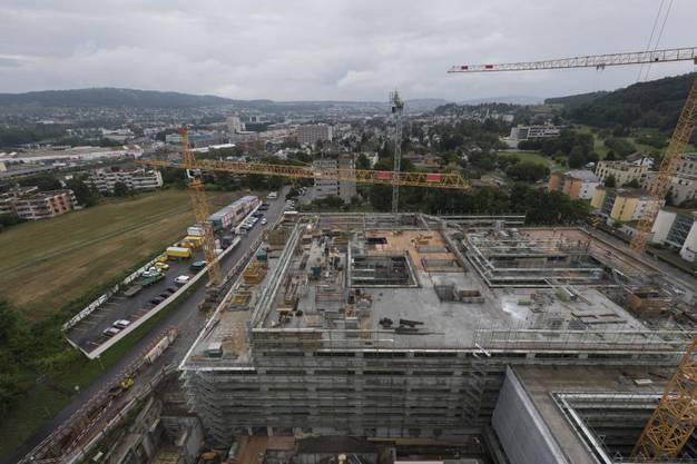 Die Dimensionen des Spitalneubaus zeigen sich von oben - noch drei Stockwerke kommen hinzu