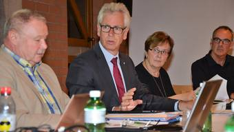 Raymond Tellenbach (Mitte) präsidiert den Vorstand des Repla.Christian Breitschmid