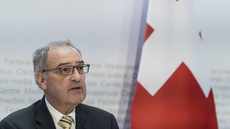 Bundesrat Guy Parmelin verkündete am Freitag die Fristverlängerung für Mieterinnen und Mieter in Zahlungsnot.