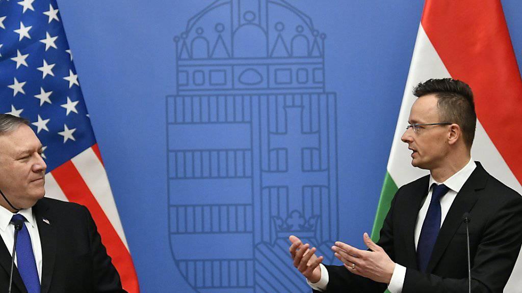 US-Aussenminister Mike Pompeo (links) warnt in Budapest vor einer weiteren Annäherung Ungarns an Russland. Rechts im Bild sein ungarischer Amtskollege Peter Szijjarto.