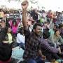 In ganz Indien sind Tausende auf die Strasse gegangen, um ihre Verbundenheit mit angegriffenen Studenten an einer Universität zu zeigen.