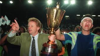 Ein Fussballmärchen: Der FC Aarau (links Trainer Rolf Fringer, rechts Torjäger Petar Aleksandrov) krönt sich 1993 zum Schweizer Meister. WALTER BIERI/Keystone