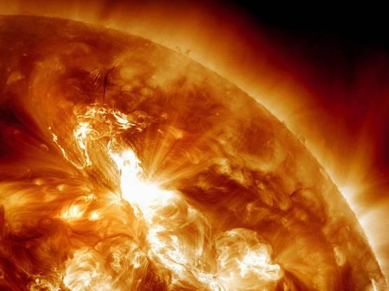Die Ausläufer eines Sonnensturms treffen auf die Erde