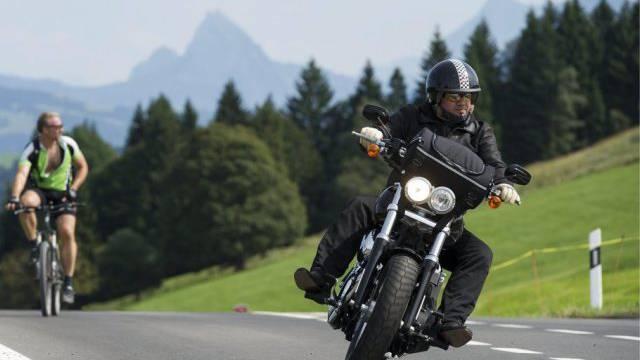 Ein Motorradfahrer wurde in Deutschland mit 200 km/h geblitzt – das führte zu heftigen Reaktionen. (Symbolbild)