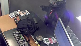 Aufnahme der Überwachungskamera vom Banküberfall auf BLKB in Oberdorf.