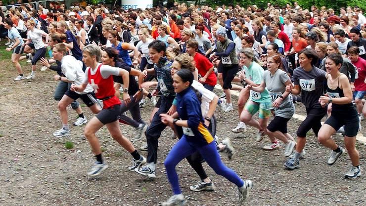 14 000 Läuferinnen und Läufer rannten auf der 114 Kilometer langen Strecke rund um Zürich. (Archivbild)