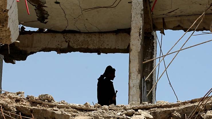 Ein bei einem von Saudi-Arabien geführten Luftangriff getroffenes Haus in Jemens Hauptstadt Sanaa.