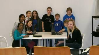 Die zehn Schülerinnen und Schüler des Journalismuskurses haben ein Jahr lang in der Aula des Mühlemattschulhauses fleissig diskutiert und Texte geschrieben.