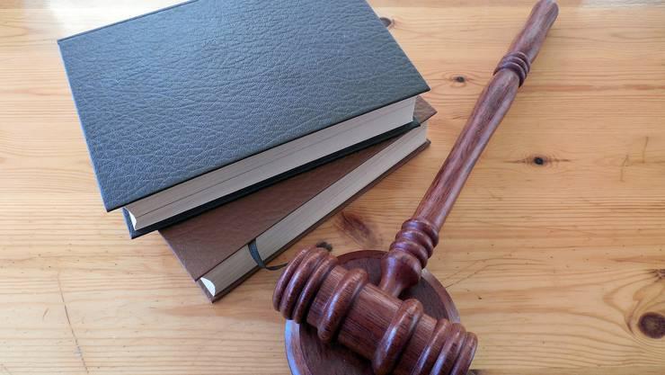 Während der Verhandlung fiel der Beschuldigte dem Richter immer wieder ins Wort.(Symbolbild)