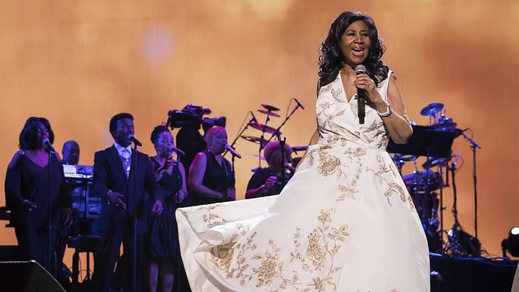 """Musikalische Eröffnung eines Filmfestivals: Aretha Franklin singt nach der Premiere des Films """"Clive Davis: The Soundtrack of Our Lives"""" an der Eröffnung des 16. Tribeca Film Festival."""