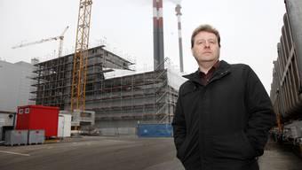 Markus Juchli, Direktor der Kebag vor der neuen Turbinenhalle.