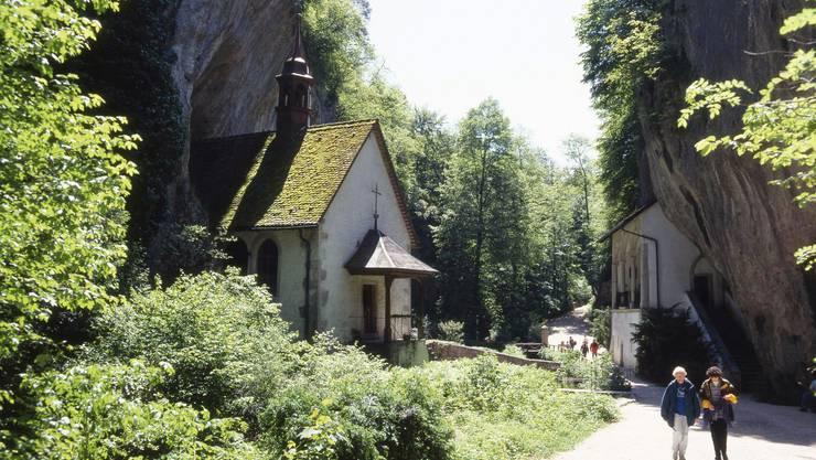 Die Einsiedlerin bzw. der Einsiedler, die/der in der Verenaschlucht lebt, ist auch für die Betreuung und Instandhaltung der Kapelle verantwortlich.