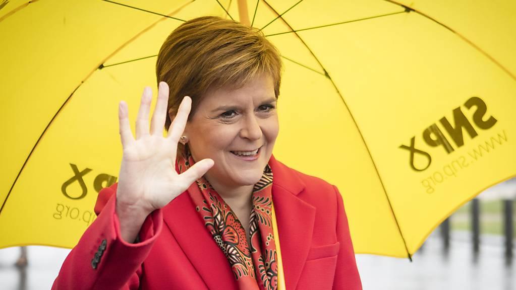 Erste Aufgabe sei es nun, Schottland aus der Coronakrise zu steuern, sagte Schottlands Regierungschefin Nicola Sturgeon der BBC.
