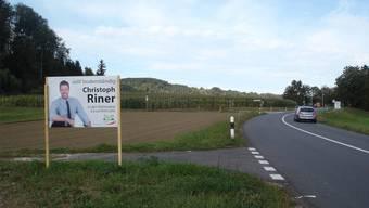Über die Wahlplakate im Ausserortsbereich zwischen Villnachern und Schinznach-Dorf ärgert sich eine Frau aus dem Schenkenbergertal.