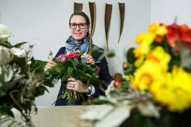 Valerie Dietiker Schumacher führt seit bald zehn Jahren einen Blumen-Laden in der Rathausgasse.