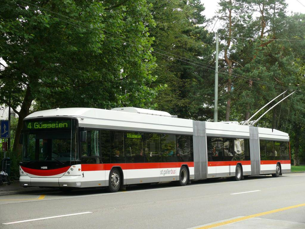 ...der letzte alte Doppelgelenkbus ausser Dienst genommen. Heute verkehren moderne Niederflur Busse in St.Gallen. (© zvg VBSG)