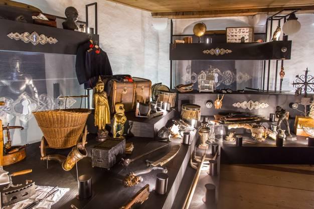 """Ein Blick in die """"Wunderkammer"""" des Schlossherrn Hans von Hallwyl."""