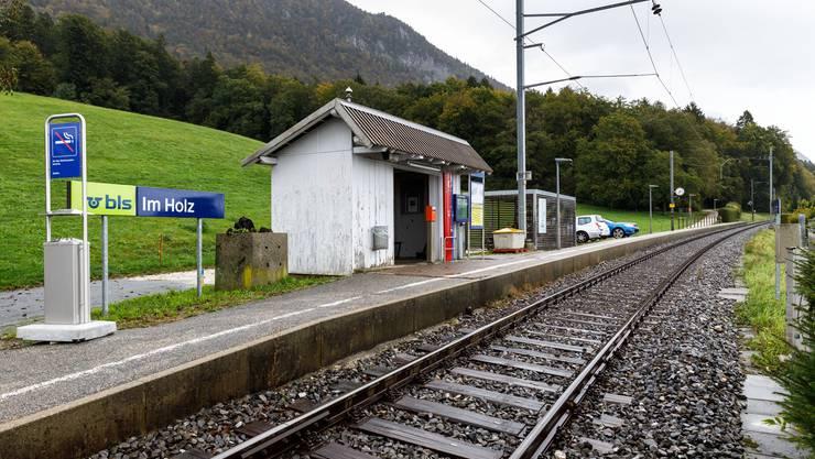 """Die Haltestelle """"im Holz"""" der Solothurn-Moutier-Bahn wird behindertengerecht und deshalb ersetzt."""