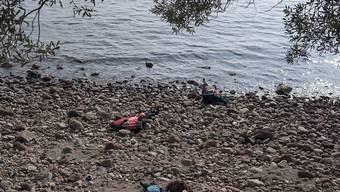 Bei einem erneuten Bootsunglück in der Ägäis sind mindestens 37 Flüchtlinge ums Leben gekommen. Die Leichen wurden an der Küste der türkischen Provinz Çanakkale an Land gespült.