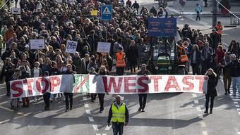 Der Protest gegen den so genannten Westast, das milliardenschwere Autobahnprojekt in Biel, hat am Samstag Tausende mobilisiert.