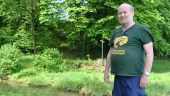 Ulrich Germann, Präsident des Fischervereins Kaisten, an der Mündung des Kaisterbachs in den Rhein, wo alle Jahre die seltenen Nasen laichen. nbo