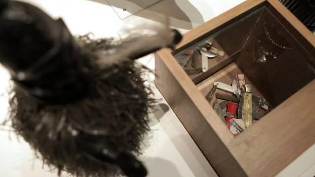 Werkzeug für Genitalverstümmelung in einer Ausstellung in Genf