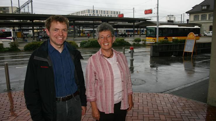 Hoffen auf einen Sitzgewinn: Urs Häseli und Stephanie Baumgartner Perren von den Grünen Brugg. (Bild: Louis Probst)