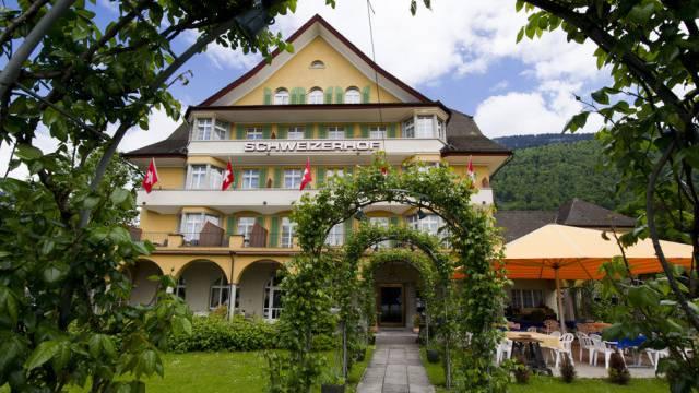 Hotels verzeichneten bis Ende Juni mehr Übernachtungen. Im Bild das Hotel Schweizerhof in Weggis.