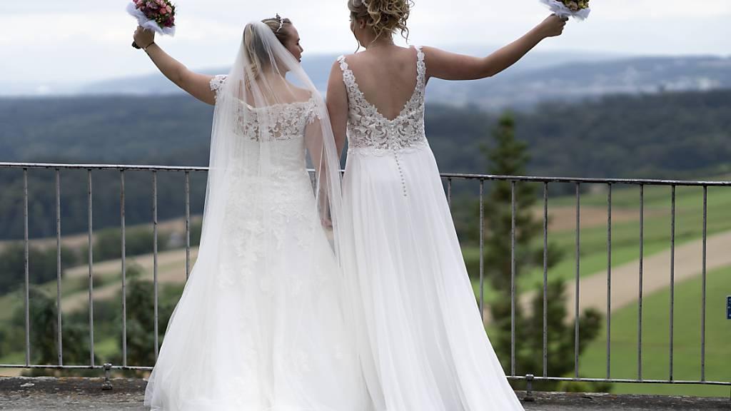 Abstimmungsumfragen: Ja zur «Ehe für alle» - Nein zur Juso-Vorlage