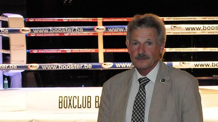 Basels Boxlegende Ruedi Vogel am Kampf von Arnold Gjergjaj in Baden.