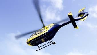 Die Alpine Air Ambulance flog den Verletzten ins Spital. (Archiv)