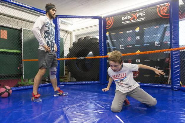 Auch Kinder nehmen an den Trainings teil.