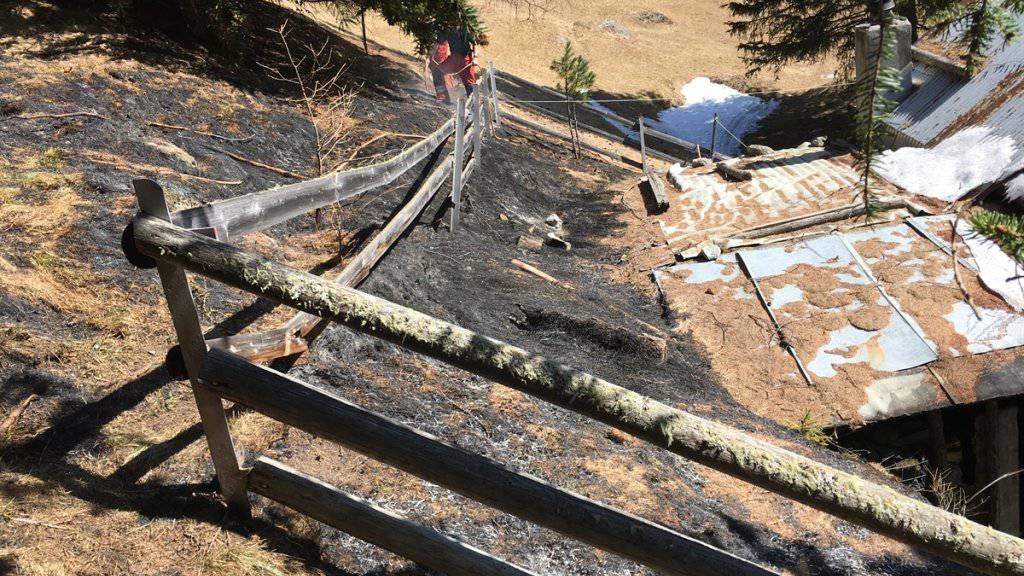 Ein Zeitungsfeuerchen bei einem Maiensäss in Zernez hat diesen Flurbrand ausgelöst.