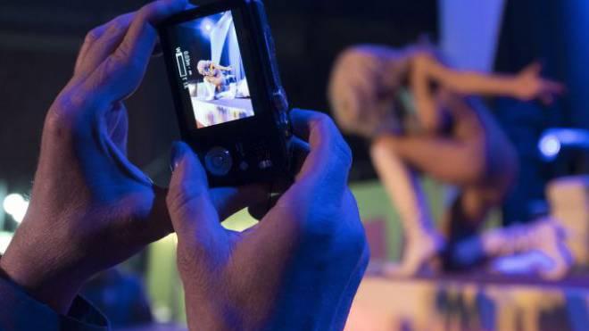 Heutzutage sind Nackt-, Sex- oder Pornobilder zuhauf verfügbar und auf jedem Smartphone abrufbar. Foto: Keystone