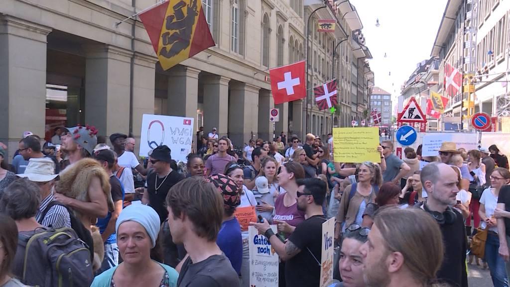 500 demonstrierten beim Bundeshaus gegen Lockdown