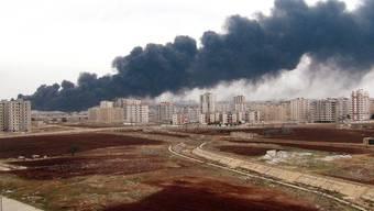 Rauch steigt auf in Homs nach einem Anschlag auf eine Öl-Pipeline (Archiv)