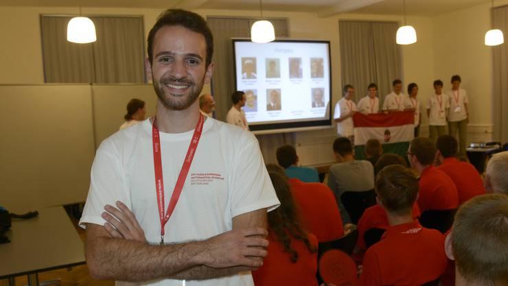 Der Solothurner Mathematik-Student Dimitri Wyss hat die Olympiade in seine Heimatstadt geholt. In der Jugendherberge fand am Donnerstagabend eine kleine Eröffnungszeremonie statt.