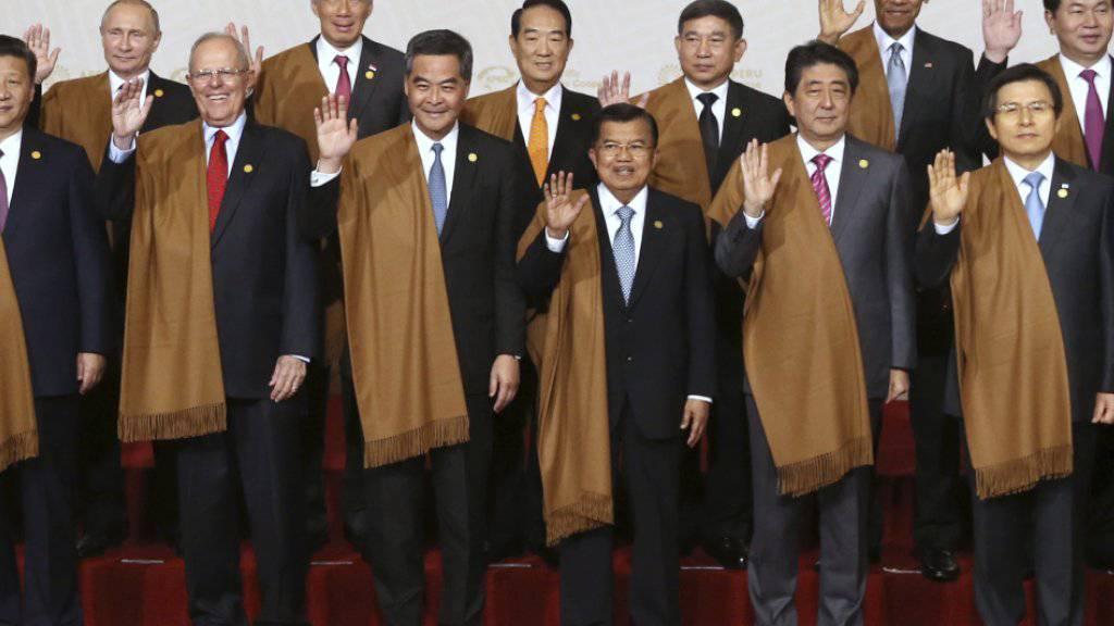 Winken zum Abschluss: Staatschefs am APEC-Gipfel in Lima.