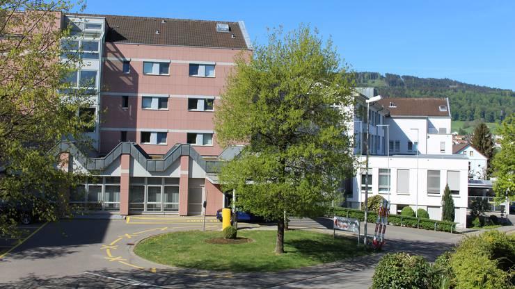 Der Patient wurde nicht ins nahe Spital Menziken gefahren sondern ins Spital Aarau.