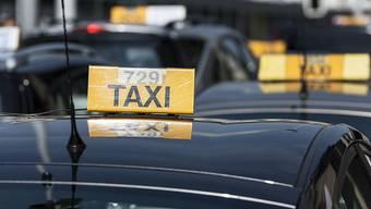 Die Taxameter von Schweizer Taxis zeigen gemäss einer Kontrolle des Bundes generell etwas zu hohe Distanzen an. (Symbolbild)