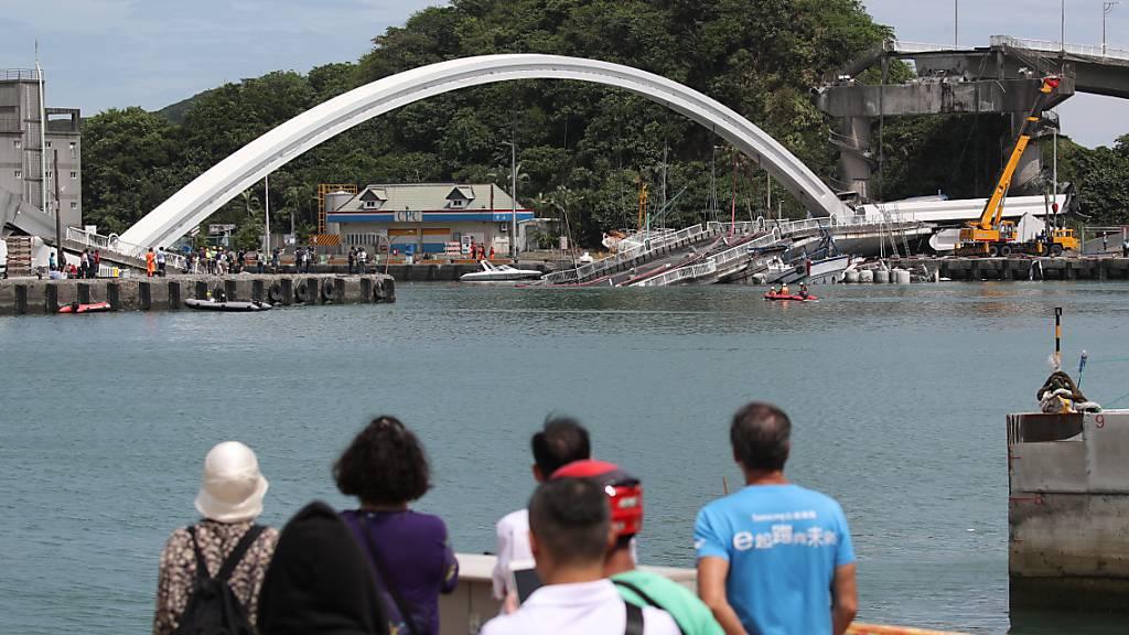 Verletzte und Vermisste nach Einsturz von Brücke in Taiwan