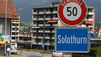 Erstmals diskutierte der Gemeinderat über die Frage, ob dieses Ortsschild von Solothurn in einigen Jahren etliche Kilometer weiter südlich stehen könnte.