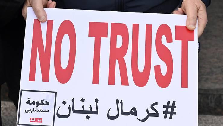 Protest auf den Strassen von Beirut mit der Forderung an Schweizer Banken, offenzulegen, wie viel Geld libanesische Politiker illegal ausser Landes geschafft haben.