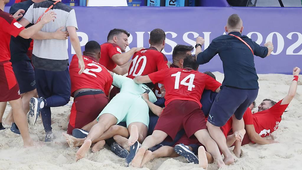 Die Schweizer Strandfussballer jubeln über WM-Bronze