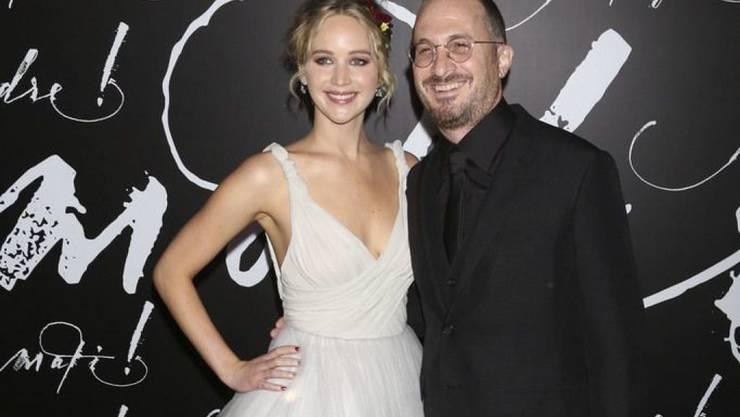 """Jennifer Lawrence und Darren Aronofsky vor einem Jahr bei der Premiere des gemeinsamen Films """"Mother!"""". Ihre damals begonnene Beziehung ist mittlerweile Geschichte."""