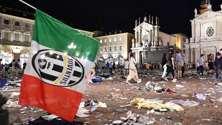 Überbleibsel der Massenpanik auf der Piazza San Carlo in Turin