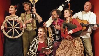 Gabriel Kramer (2. von links) freut sich, mit «Troubadix auf Touren» endlich wieder auf der Bühne stehen zu können.